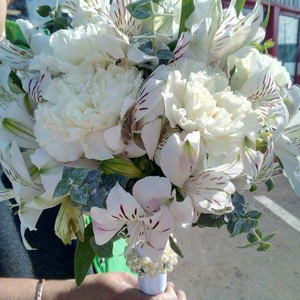 Букет невесты с диантусами и альстромерией