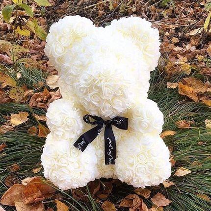 Мишка из белоснежных роз
