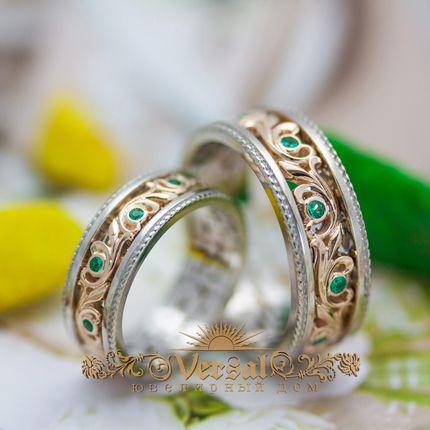 Парные обручальные кольца с камушками