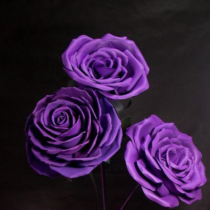 Гігантський букет фіолетових троянд