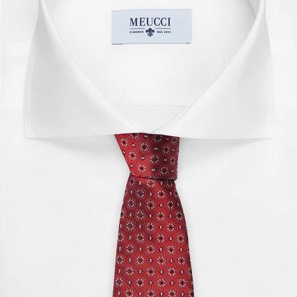 Красный галстук в мелкий узор