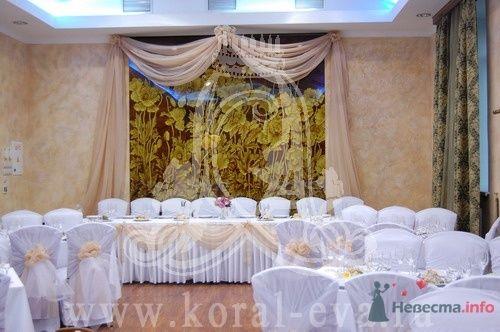оформление свадебного зала в бело- кремовых тонах