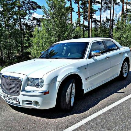 Chrysler 300c White в аренду, 1 час