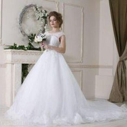 Платье А-силуэта в белом цвете
