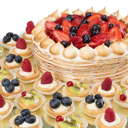 Торт с пирожными