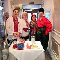Кафе « Россия» второй день свадьбы . Встречаем гостей.