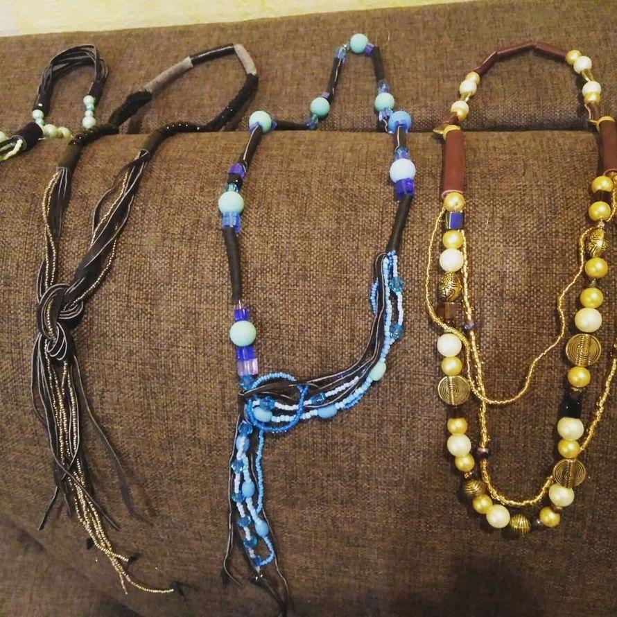 Ожерелья из кожи и бусин