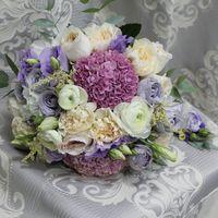 Букет невесты в сиренево-белых оттенках