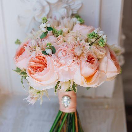 Букет невесты в персиковых оттенках