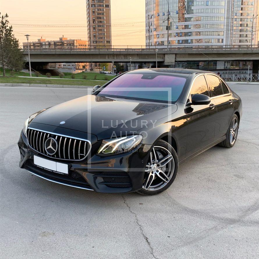 №20 Седан Mercedes-Benz E-213 в аренду