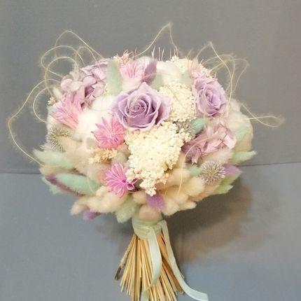 Букет из стабилизированных цветов, хлопка и сухоцветов