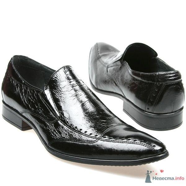 Мужские черные модельные кожаные туфли с острым носком