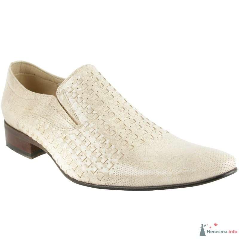 Белые модельные мужские кожаные туфли с выпуклым рисунком и коричневым каблуком - фото 66896 Kwinto-shoes - cвадебная обувь