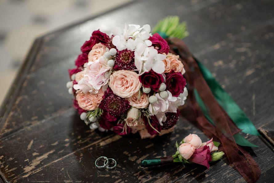 Букет невесты Вишневый