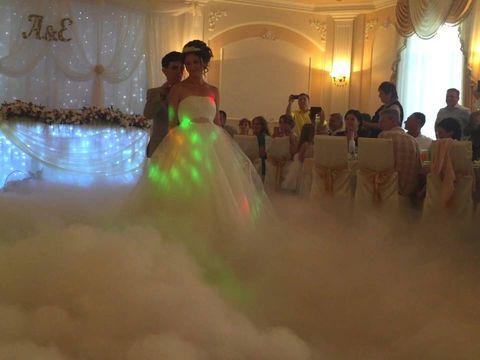 Очень красивый танец в облаках